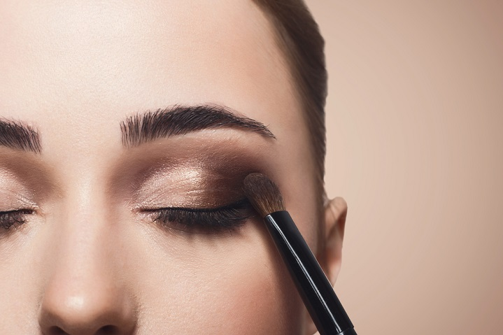 Summer make-up tips for contact lens wearers