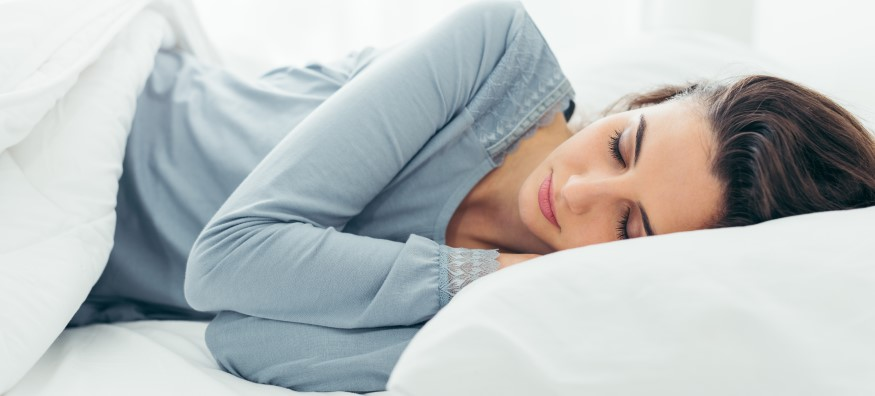 woman sleeping in contact lenses